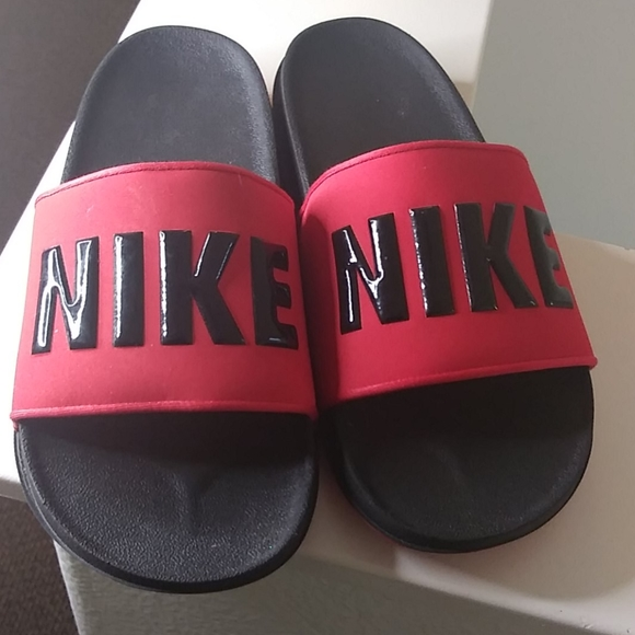 Nike sandles size 8
